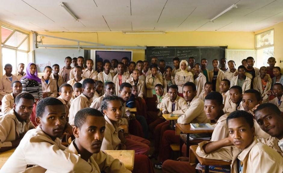 physikunterricht-in-der-13-klasse-der-degazmach-gerasu-duki-schule-in-welisso-aethiopien-9-oktober-2009